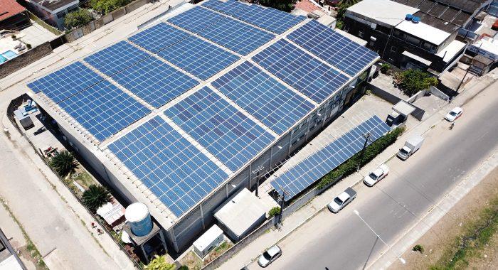 13/03/2019. Credito: Ironildo Machado/Insole/Divulgacao. Telhado solar instalado pela Insole na Mxm Grafica. (Energia solar)